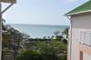 <p>Widok na ocean z balkonu</p>